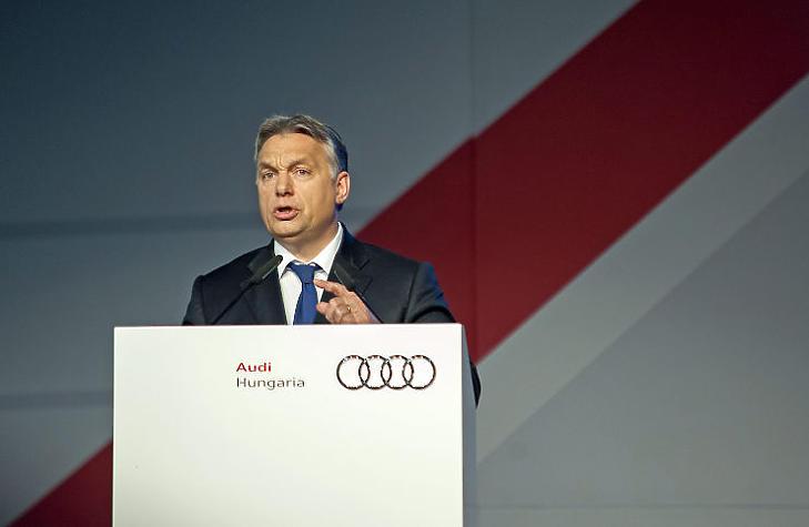 Orbán Viktor korábban a győri Audi üzemben (MTI Fotó: Krizsán Csaba )