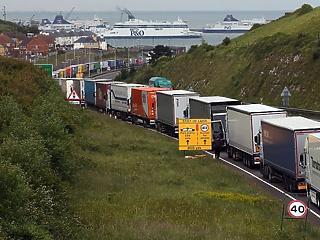 Sikerágazat a közép-európai kamionozás - a nyugati kormányok megfojtanák