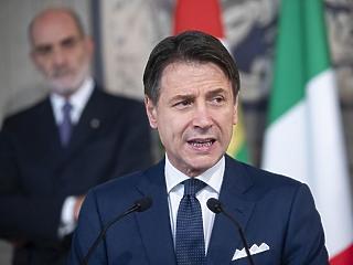 Komoly lépést jelentett be az olasz kormányfő