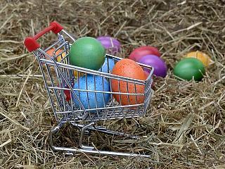 Brutális forgalomra készülnek a boltok – te már bevásároltál?