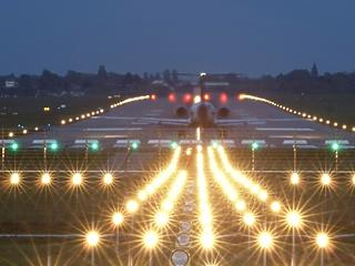 82 ezer orvosi maszkkal landolt a Wizz Air gépe Ferihegyen