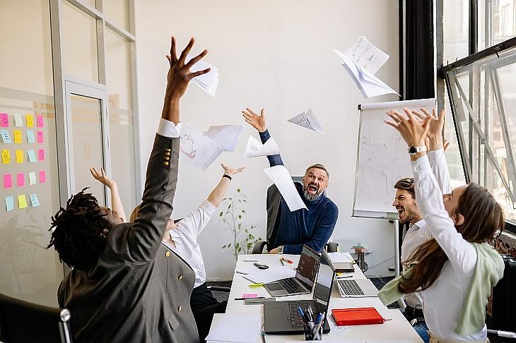 A kötekedő kollégákkal is meg kell tanulni együttműködni. (Fotó: Pexels)