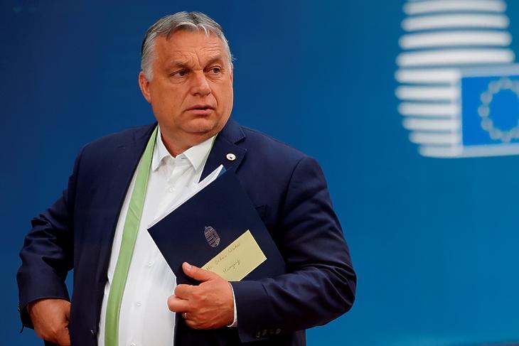Politikai feltételek is vannak. Orbán Viktor Brüsszelben. EPA/OLIVIER MATTHYS