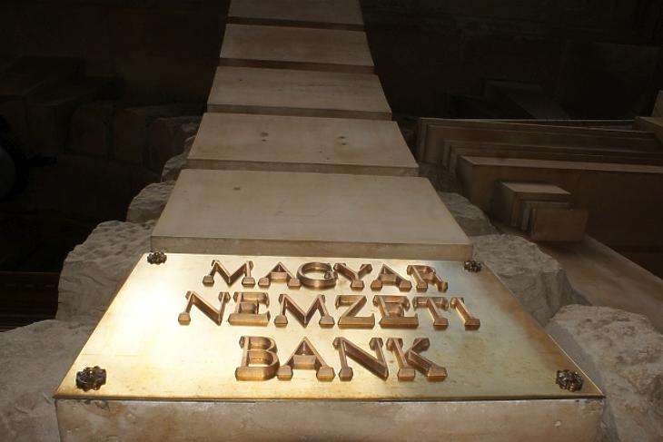 Most vegyünk fel hitelt, versenyeznek értünk a bankok
