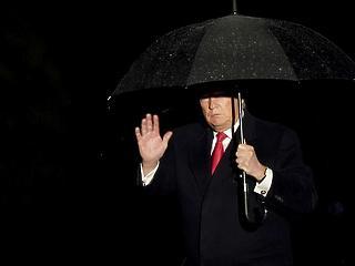Donald Trump hivatalban marad, elbukott az impeachment