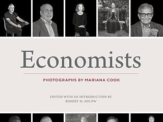 Különleges könyv közgazdászokról - Kornai János a címlapon