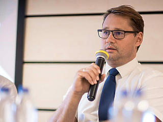 A vírustagadásról is beszél a Piac & Profit legfrissebb számában dr. Jakab Ferenc virológus