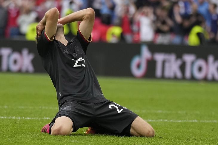 Most valami hiányzott. Thomas Müller, a német válogatott csatára kihagyott helyzete után az Anglia-Németország Eb-nyolcaddöntőn a londoni Wembley-ben 2021. június 30-án. EPA/Frank Augstein