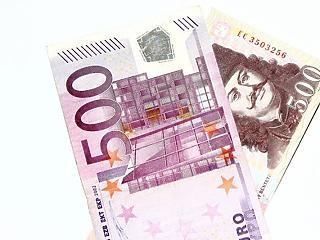 Túl a 350-en - tovább szakad a forint (frissítve)