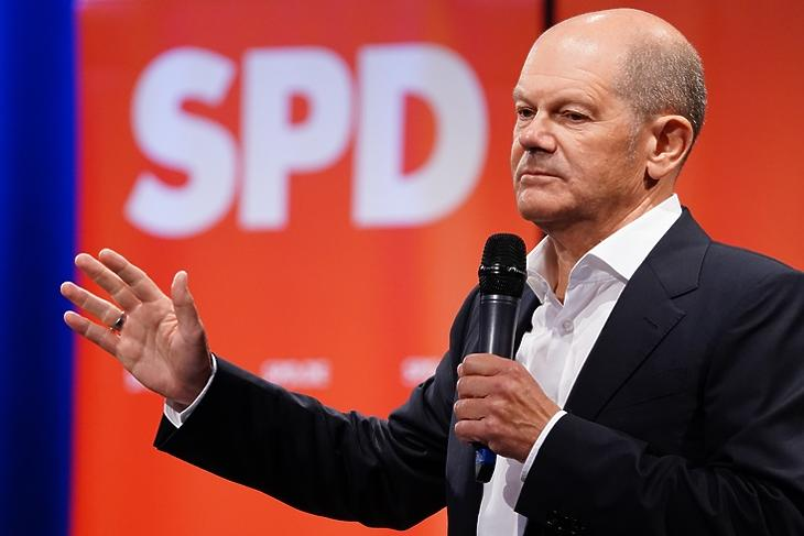 Olaf Scholz, a nyugodt erő. (EPA/CLEMENS BILAN)