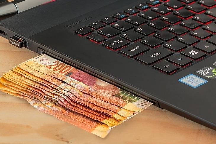 Sokan vágynak arra, hogy passzív munkahelyük egy mobil számítógép legyen. (Pixabay.com)