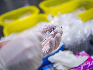 Koronavírus: tovább csökkent a magyar aktív fertőzöttek száma