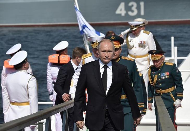 Vlagyimir Putyin orosz elnök - a tengeri út stratégiai érdek. (Illusztráció. EPA)