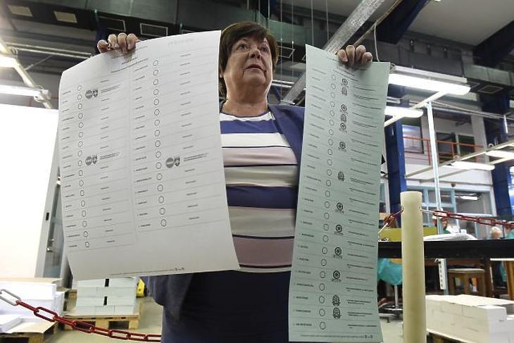 A nap képe: méretes szavazólapot kapnak az alsószentmártoniak