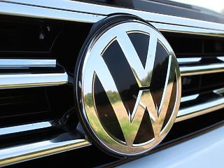 Rendet vág a vírus a tőzsdéken, elégedett a VW az elektromos modelljével