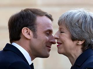 Brexit-krimi: megint Brüsszelben térdepeltetik Theresa Mayt