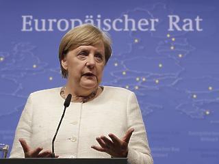 EU-csúcs: elengedte Weber kezét Merkel