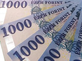 Dőlnek a rekordok a tőzsdén, 360 alá süllyedt az euró