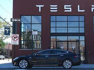 A Tesla elektromos kamionjait tesztelte a Waberer's