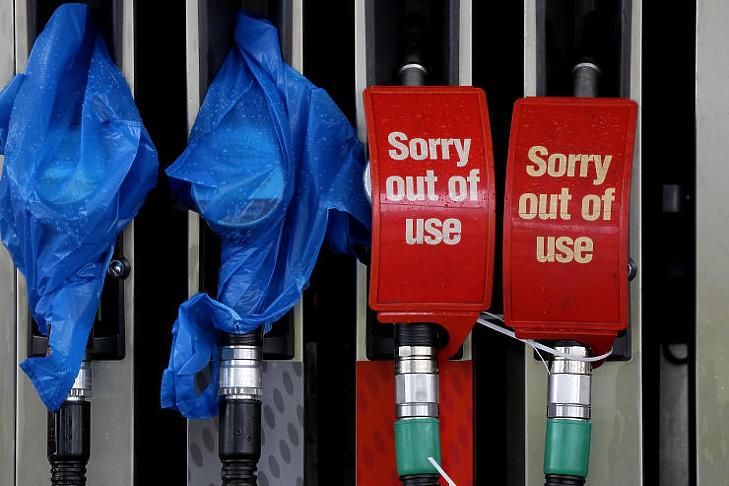 Az üzemanyaghiány mindenütt vezető hír lett, az Egyesült Királyságban a brexit tetézte az Európaszerte zajló változásokat (Fotó: MTI/AP/Frank Augstein)