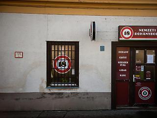 Szembemegy a kormány Lázár Jánossal, megmenekül a bezárástól egy rakás dohánybolt