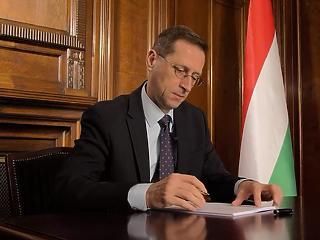 Varga Mihály aláírta a Budapest-Belgrád vasútvonalra szóló hitelszerződést