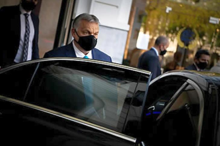 Orbán Viktor Brüsszelben - az olcsó uniós források helyett a drágább kínai és orosz hitelt kérte (Fotó: MTI/Miniszterelnöki Sajtóiroda/Benko Vivien Cher)