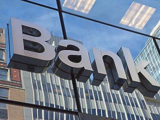 Fél tucattal kevesebb banknál intézhetjük a pénzügyeinket
