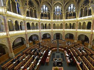Grillparti a Parlamentben – először áll pellengérre az új kormány