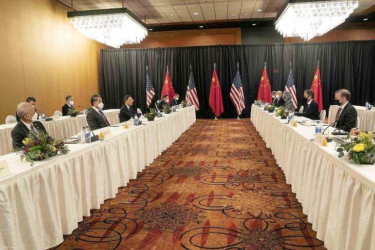 Az első csúcstalálkozó, amióta Biden az elnök (Fotó: EPA/LIU JIE/XINHUA)